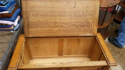 16E08035 OAK SMALL BLANKET BOX  (2).jpg