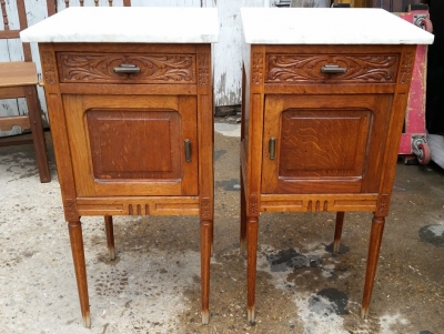 16E08037 PAIR WHITE MARBLE TOP NIGHT STANDS .jpg