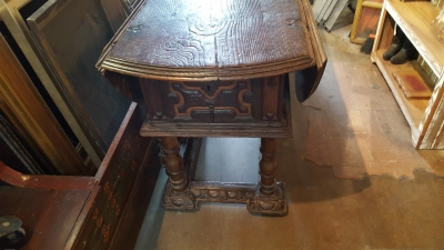 16E20014 18TH CENTURY DROPLEAF TABLE WITH SINGLE BOARD TOP (29).jpg