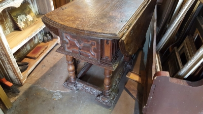 16E20014 18TH CENTURY DROPLEAF TABLE WITH SINGLE BOARD TOP (30).jpg
