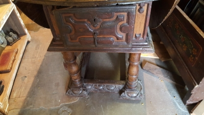16E20014 18TH CENTURY DROPLEAF TABLE WITH SINGLE BOARD TOP (31).jpg