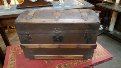 36-87628 SMALL DOMED TOP TRUNK WITH WORKING LOCK.jpg