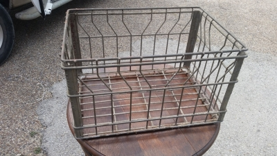 16E20032 WIRE MILK CRATE.jpg