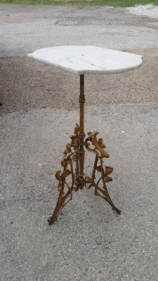 16E20044 MARBLE TOP GOLD METAL STAND.jpg