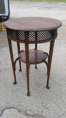 16E20049 ROUND 6 LEGGED STAND WITH LATTICE APRON.jpg