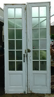 16E20034 PAIR OF TALL MULLIONED PAINTED WHITE DOORS (1).jpg