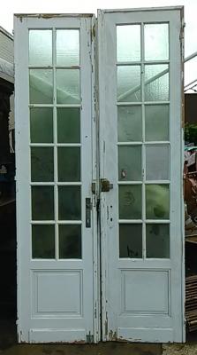 16E20034 PAIR OF TALL MULLIONED PAINTED WHITE DOORS (1).jpg