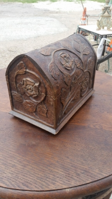 16E20 SMALL CARVED DOMED BOX (2).jpg