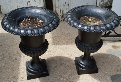 16F01 PAIR OF IRON PLANTERS.jpg