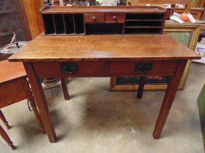 36 MISSION OAK DESK WITH PIDGEON HOLES (3).JPG