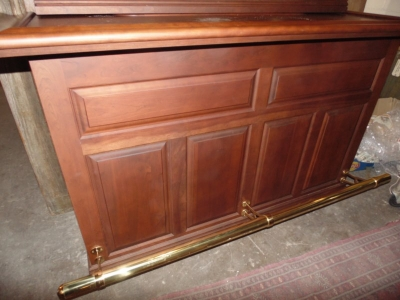 36 BACK BAR WITH BRASS RAIL NOT OLD BUT GOOD LOOKING (3).JPG