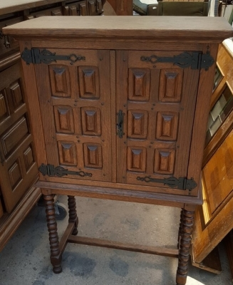 16G01039 SMALL SPANISH STYLE CABINET ON LEGS (1).jpg