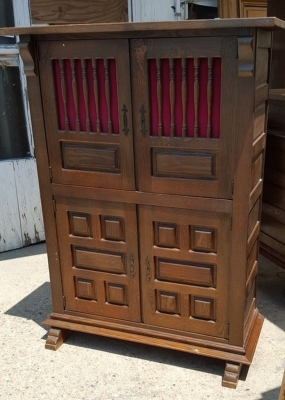 16G01048 RUSTIC CABINET WITH SPINDLES (1).jpg