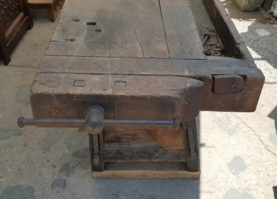 16G01053  ANTIQUE WOODWORKER'S BENCH WITH VISE (4).jpg