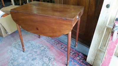 16G23520 19TH CENTURY C.1810  PEMBROKE TABLE WITH DROP LEAVES (2).jpg