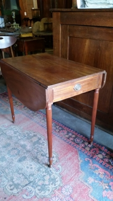 16G23520 19TH CENTURY C.1810  PEMBROKE TABLE WITH DROP LEAVES (3).jpg