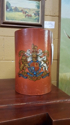 16G23526 LEATHER TRASH CAN WITH CARTOUCHE  (24).jpg