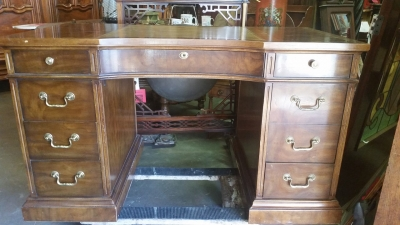 16G23512 MAHOGANY DREXEL KNEEHOLE DESK WITH LEATHER (1).jpg