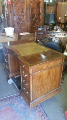 16G23512 MAHOGANY DREXEL KNEEHOLE DESK WITH LEATHER (4).jpg
