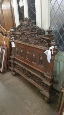 GRP CARVED LIUONS HEAD BED (1).jpg
