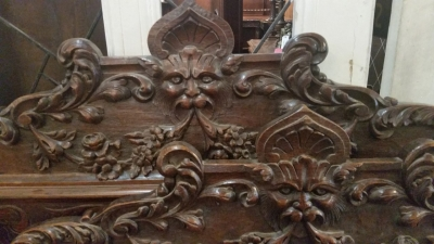 GRP CARVED LIUONS HEAD BED (2).jpg