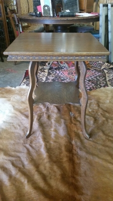 16G27001 GOLDEN TIGER OAK SQUARE LAMP TABLE FROM TURN OF CENTURY.jpg