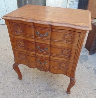14a01026 Small french three drawer chest.JPG