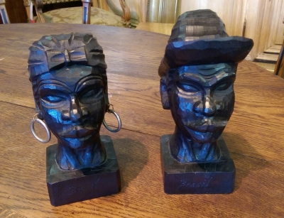 16H01001 PAIR OF CARVED WOODEN BRAZILIAN BUSTS.jpg