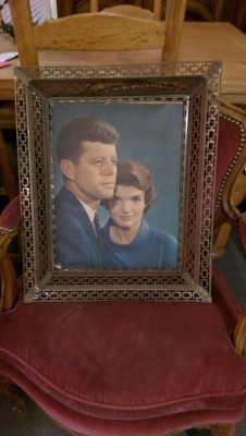16H02600 JFK AND JACKIE PICTURE IN FRAME.jpg