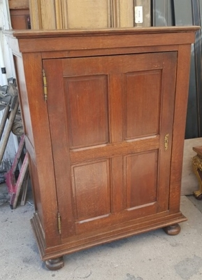 16H07023 PANELLED DOOR OAK FLEMISH CABINET (3).jpg