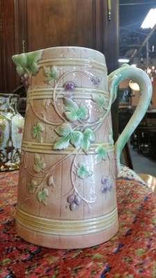16H07005 MAJOLICA PITCHER WITH VINES.jpg