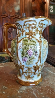 16H07011 MAJOLICA PITCHE WITH GRAPES (2).jpg