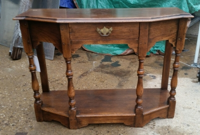 16H17025 PEGGED OAK CONSOLE WITH VASE TURNED LEGS (4).jpg