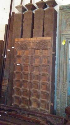 16H10 ASSORTED INDIAN DOORWAYS, DOORS AND BEAMS (2).jpg