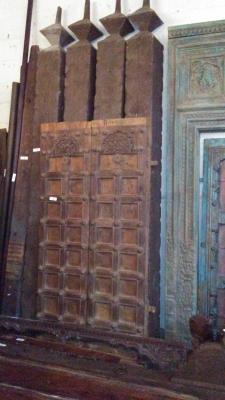 16H10 ASSORTED INDIAN DOORWAYS, DOORS AND BEAMS (5).jpg