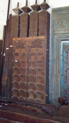 16H10 ASSORTED INDIAN DOORWAYS, DOORS AND BEAMS (5).jpg