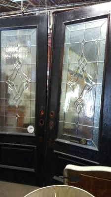 16H08 PAIR OF LEADED GLASS DOORS (2).jpg