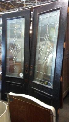 16H08 PAIR OF LEADED GLASS DOORS (3).jpg