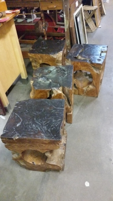 16H08 SET OF 4 STOOLS MADE FROM TREES (1).jpg