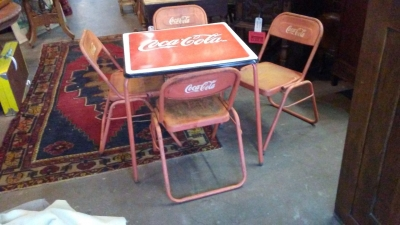 16H08 VINTAGE COCA COLA TABLE AND 4 CHAIRS (2).jpg