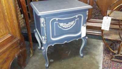 36-87822 PAINTED LAMP TABLE.jpg
