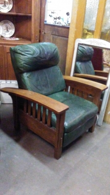 189 MISSION OAK RECLINER.jpg