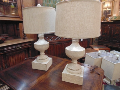 13L23578 PAIR LARGE WOOD URN LAMPS (1).JPG