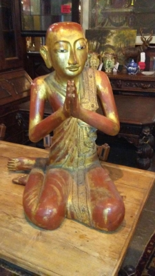 16I02086 SEATED BUDDHA PRAYING.jpg