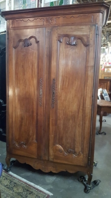 16H23- EARLY COUNTRY FRENCH ARMOIRE (1).jpg