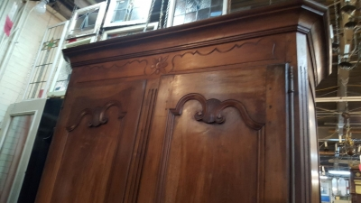 16H23- EARLY COUNTRY FRENCH ARMOIRE (3).jpg