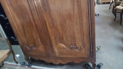 16H23- EARLY COUNTRY FRENCH ARMOIRE (4).jpg