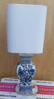 16H30  ASIAN BLUE AND WHITE LAMP WITH SHADE.jpg