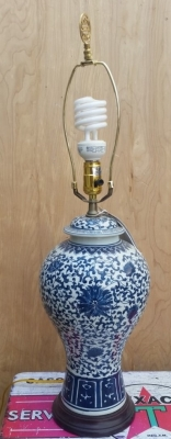 16H30 ASIAN BLUE AND WHITE LAMP.jpg