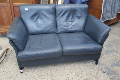 16I15011 SMALL MODERN LEATHER LOVE SEAT (1).jpg